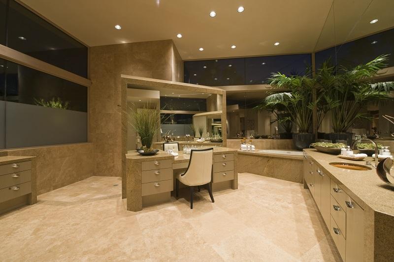 6 pomysłów na łazienkę do nowego luksusowego domu