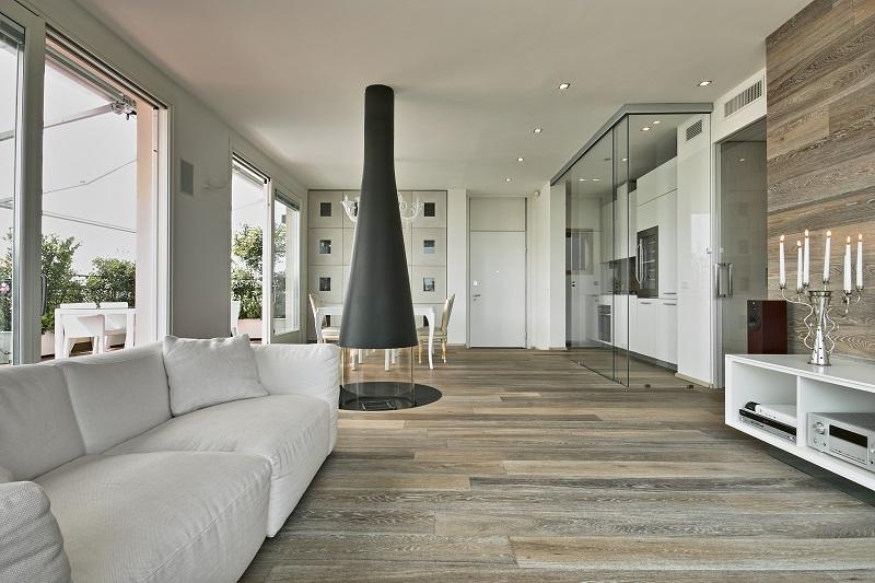 Czy warto postawić na eleganckie drewniane podłogi?